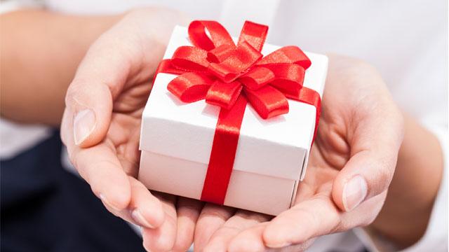 640_holiday_giveaway_iStock_000031924522_120414.jpg