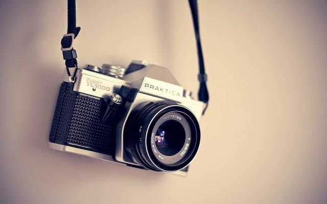 Vintage camera wallpaper.jpg